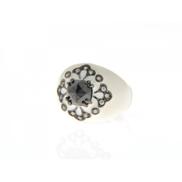 Επιπλατινωμένο Δαχτυλίδι με Μαύρο Σπινέλιο, Λευκό Σμάλτο και Λευκά Ζαφείρια