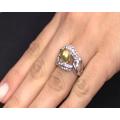Δαχτυλίδι με Χρυσοκίτρινη Πέρλα και Λευκά Ζαφείρια