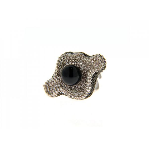 Δαχτυλίδι με Μαύρο Όνυχα και Λευκά Ζαφείρια και Μαύρα Ζαφείρια