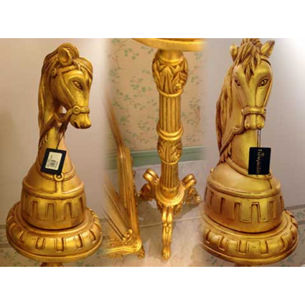 Ανθοστήλη ξυλόγλυπτη, από φύλλο χρυσού, με κεφάλι αλόγου