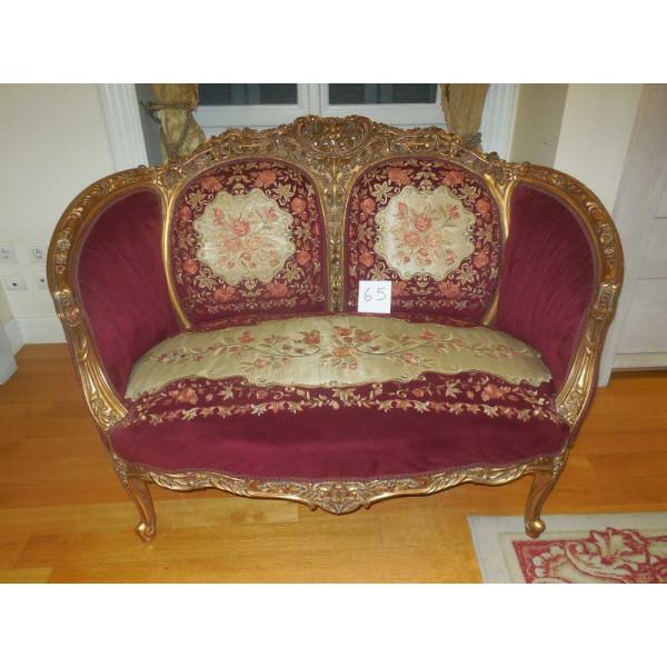 Καναπές σε Ρυθμό Louis XIV με Μπορντώ Ταπετσαρία και Χρυσοβελονιά