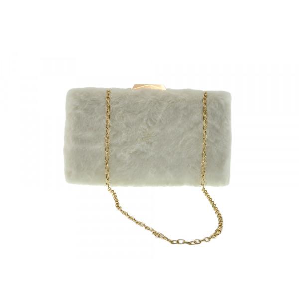 Clutch bag από άσπρη γούνα και χρυσό κούμπωμα
