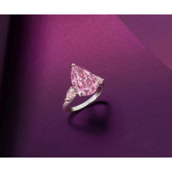 Το Δαχτυλίδι με το Ροζ Διαμάντι