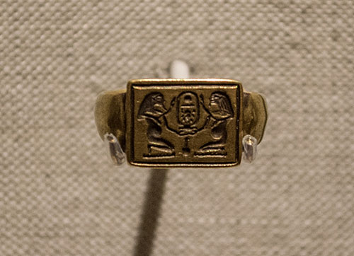 Amenhotep II signet ring photo from the Cleveland Museum of Art